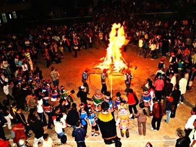 彝族摸扔节现场视频_火把节又来了,和旅行箱组成cp,一起体验彝族文化